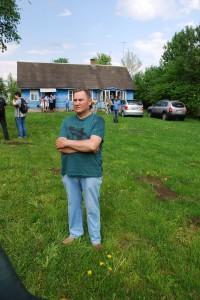 Česlovas Skaržinskas poeto Stasio Stacevičiaus tėviškėje. 2013 m.