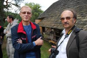 2011 m. Iš kairės – Seimo narys Algis Kašėta ir fotomenininkas Algimantas Černiauskas. Marcinkonys, Varėnos r.