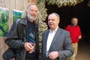 Poetas Mindaugas Milašius – Montė (kairėje) ir rašytojas Aloyzas Tendzegolskis. 2011 m. , Marcinkonys