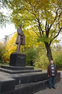 Prie rašytojo I. Bunino paminklo. Maskva. 2009 m.