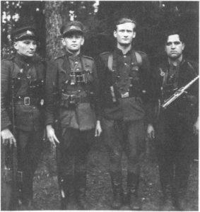 Dzūkijos partizanai iš kairės – Pranas Ivanauskas-Bevardis, Adolfas Ramanauskas-Vanagas, Lionginas Baliukevičius-Dzūkas ir Stasys Klimašauskas-Genys