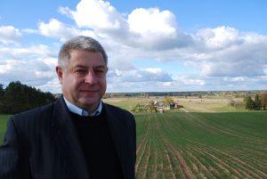 Vienas stambiausių rajono ūkininkų gudakiemiškis Vytautas Raulonis