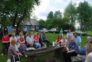 2013 m. vasarą literatūrinė popietė poeto Stasio Stacevičiaus tėviškėje