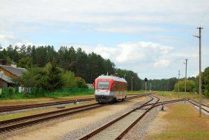 2016-ųjų vasara. Traukinys iš Varėnos tolsta į Marcinkonis...