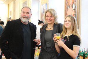 Dailininkas Aleksandras Vozbinas su žmona Diana ir dukra Elze